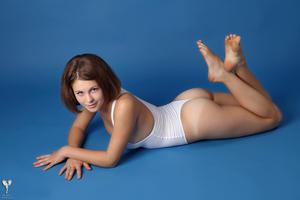 http://img296.imagevenue.com/loc141/th_365059194_tduid300163_silver_angels_Sandrinya_I_whiteswimwear_1_059_122_141lo.jpg