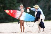 http://img296.imagevenue.com/loc152/th_913428551_Preppie___AnnaSophia_Robb_in_a_bikini_on_Soul_Surfer_set_in_Hawaii___Feb._13_2010_6129_122_152lo.jpg
