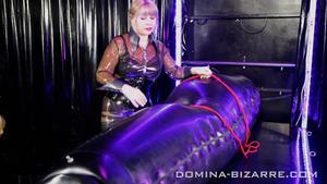 Domina-Bizarre: Lady Mercedes - Rubber Addict - Teil 4