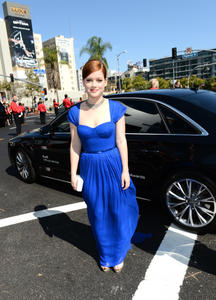 http://img296.imagevenue.com/loc210/th_468001943_JaneLevy_64thAnnualPrimetimeEmmyAwards_5_122_210lo.JPG