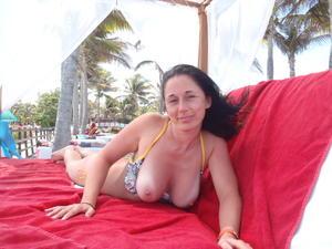 http://img296.imagevenue.com/loc423/th_687729331_my_gf_cancun_10_123_423lo.jpg
