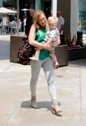 http://img296.imagevenue.com/loc452/th_332169927_Hilary_Duff_Shopping_West_Hollywood8_122_452lo.jpg