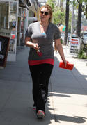 http://img296.imagevenue.com/loc453/th_613076921_Hilary_Duff_out_in_Beverly_Hills9_122_453lo.jpg