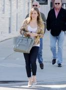 http://img296.imagevenue.com/loc455/th_762430579_Hilary_Duff_at_Crumbs_bakery4_122_455lo.jpg