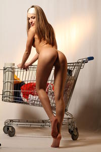 http://img296.imagevenue.com/loc478/th_000249703_tduid300163_MetArt_Entita_Alyssa_A_high_0108_123_478lo.jpg