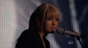Taylor Swift - Back To December (2010 American Music Awards) HD 720p