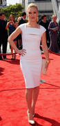 http://img296.imagevenue.com/loc564/th_760654407_Julia_Stiles_PCA_Emmy_Awards7_122_564lo.jpg