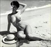 Yvonne Craig  nackt