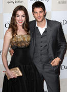 http://img296.imagevenue.com/loc588/th_884791433_Anne_Hathaway_One_Day_Premiere_in_NYC8_122_588lo.jpg